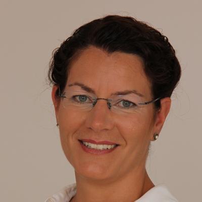 Dr. med. JULIA STUTTMANN